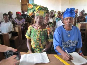 Les adultes formés en alphabétisation en échange des vivres