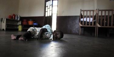 Un des enfants adoptés et bloqués en RDC